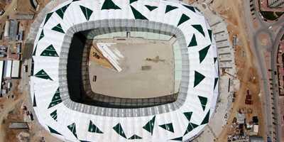 Voile d'ombrage sur un stade de foot