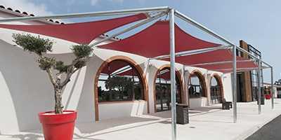 formes et tailles de voiles d'ombrage triangles à Toulon