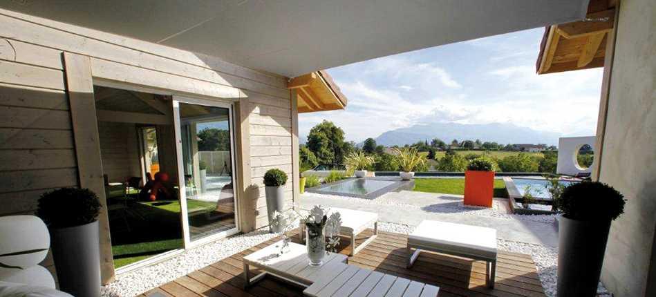 Voile d'ombrage sur une terrasse extérieur