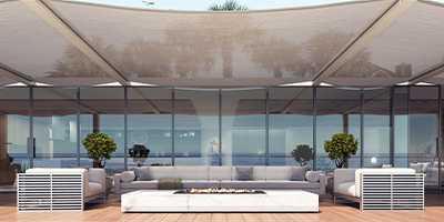 Toiles solaires tendues sur terrasse