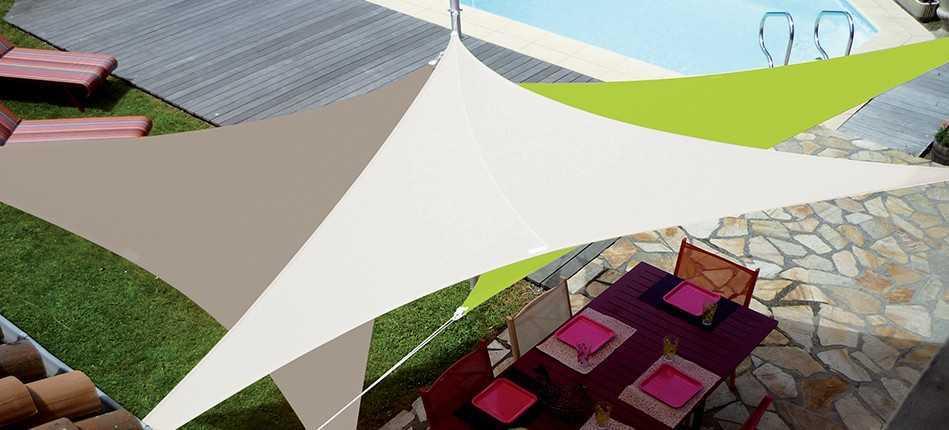 Installer une voile d'ombrage triangulaire à Toulon